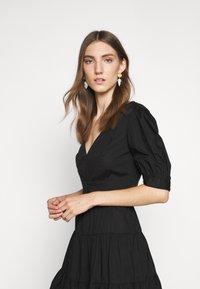 MICHAEL Michael Kors - V NECK PUFF DRESS - Day dress - black - 3