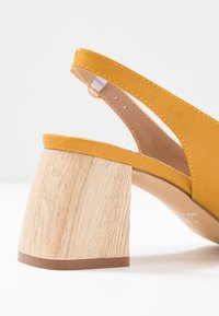 co wren wide fit - Classic heels - mustard - 2