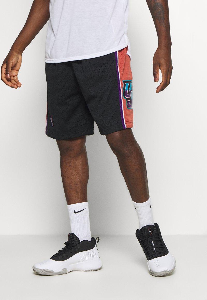 Mitchell & Ness - NBA SWINGMAN SHORTS UTAH JAZZ - Short de sport - black