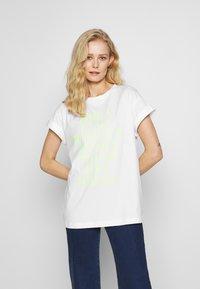 Rich & Royal - HELLO - Print T-shirt - neon yellow - 0