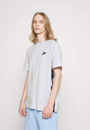 T-shirt con stampa - birch heather/black