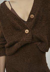 PULL&BEAR - Cardigan - brown - 4