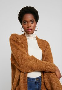 Vero Moda - VMKAKA OPEN COATIGAN - Cardigan - tobacco brown/black - 3