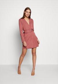 UNIQUE 21 - CREPE BELTED PUFF SLEEVE DRESS - Sukienka letnia - rose - 1