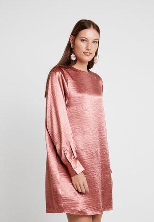 DRESS IRENE - Korte jurk - light mahogany