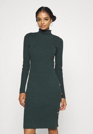 VISOLTO BUTTON DRESS - Pouzdrové šaty - darkest spruce
