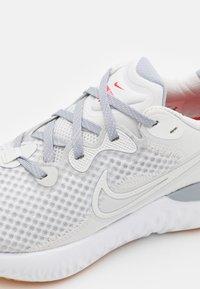 Nike Performance - RENEW RUN 2 - Zapatillas de running neutras - platinum tint/summit white/wolf grey/yellow/chile red - 5