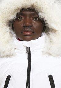 MICHAEL Michael Kors - COLOR BLOCKED BELTED PUFFER COAT - Winter jacket - white/black - 3