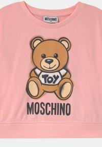 MOSCHINO - ADDITION - Print T-shirt - sugar rose - 2