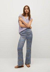 Mango - ESTAMPADO - Trousers - azul - 1