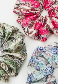 Pieces - PCJACKIELINE SCRUNCHIE 3 PACK - Hair Styling Accessory - kentucky blue/flower red/green - 1
