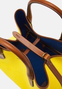 Polo Ralph Lauren - OPEN TOTE - Kabelka - yellow - 5