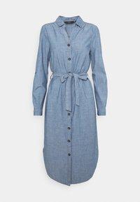Vero Moda - VMAKELA CHAMBRAY LONG SHIRT DRES - Denimové šaty - medium blue denim - 0