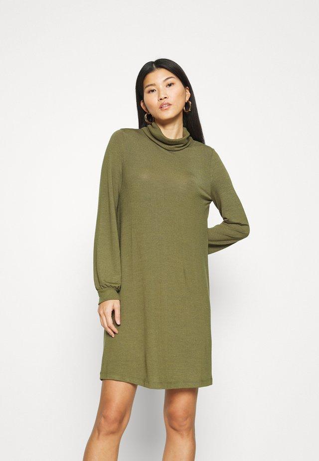TURTLENECK DRESS - Gebreide jurk - new army green