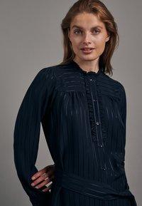 Seidensticker - KLEID SCHWARZE ROSE REGULAR FIT  - Shirt dress - dunkelblau - 2