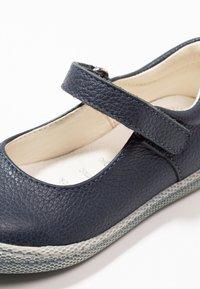 Primigi - Ankle strap ballet pumps - blue scuro - 2