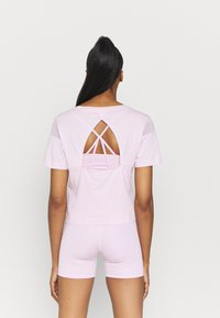 Puma - PAMELA REIF X PUM TEE BACK CUTOUT - Print T-shirt - wisnome orchid - 2