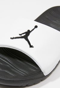 Jordan - BREAK - Mules - white/black - 5