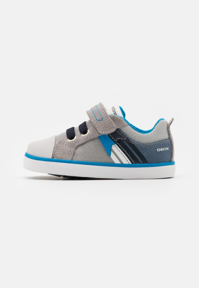 KILWI BOY - Baby shoes - grey/avio