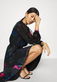 Guess - EKATERINA DRESS - Długa sukienka - botanical flow - 5