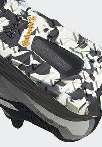 adidas Performance - TERREX TWO FLOW - Stabilty running shoes - savannah/core black/hi-res yellow - 5