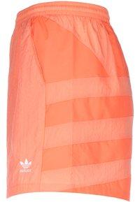 adidas Originals - Shorts - chalk coral - 2