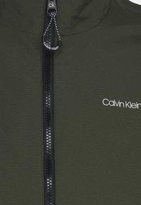 Calvin Klein - ESSENTIAL BLOUSON - Kevyt takki - dark olive - 2