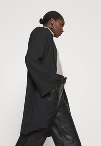 Gestuz - STORIA PANTS - Leather trousers - black - 3