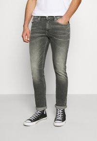 Calvin Klein Jeans - SLIM - Jeans slim fit - visual grey - 0