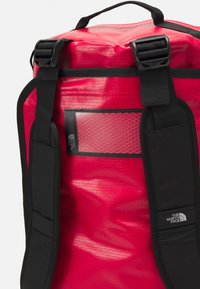 The North Face - BASE CAMP DUFFEL S UNISEX - Sports bag - red - 4