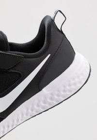 Nike Performance - REVOLUTION 5 - Neutral running shoes - black/white/anthracite - 2