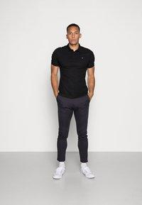 Calvin Klein - REFINED CHEST LOGO - Polo shirt - perfect black - 1