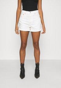 Levi's® - MOM LINE  - Jeans Short / cowboy shorts - want not - 0