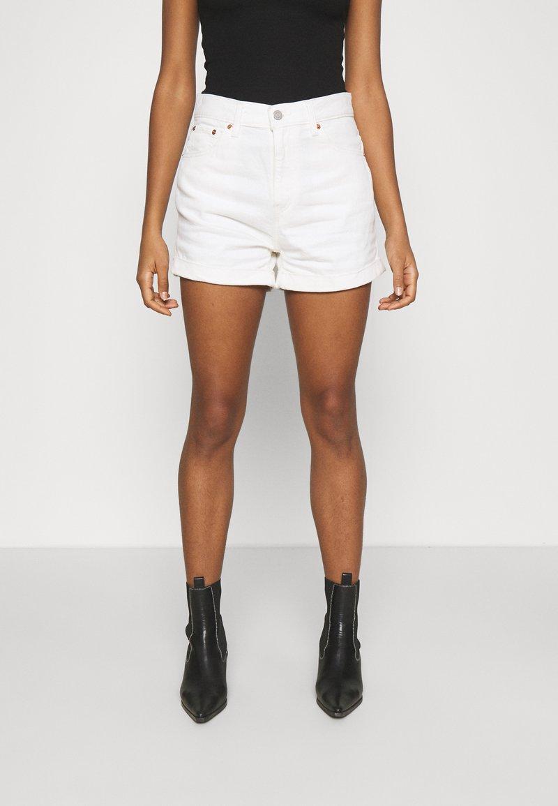 Levi's® - MOM LINE  - Jeans Short / cowboy shorts - want not