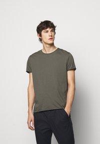 Filippa K - ROLL NECK TEE - Jednoduché triko - green grey - 0