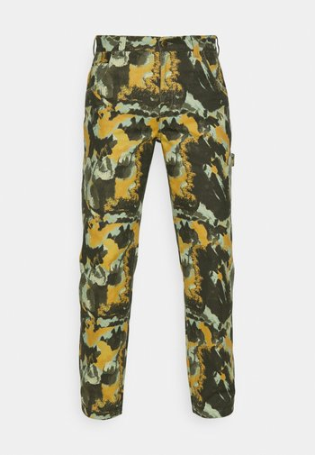 CRAFTED CAMO CARPENTER PANT - Trousers - dark green/olive