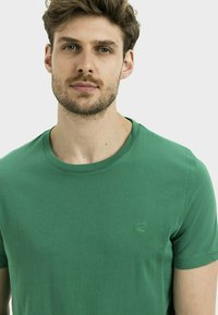 camel active - Basic T-shirt - jungle green - 3
