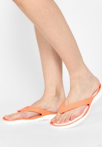 Crocs - SWIFTWATER - Pool shoes - grapefruit/white - 0