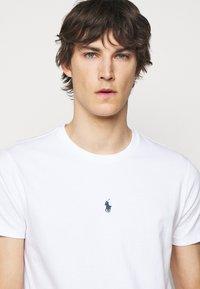 Polo Ralph Lauren - CUSTOM SLIM FIT JERSEY T-SHIRT - T-shirt basic - white - 3