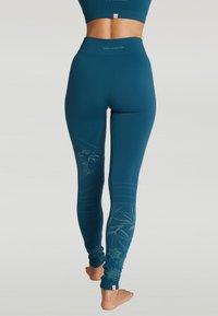 Yogasearcher - SUNSET - Legging - blue - 1