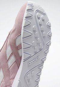 Reebok Classic - CLASSIC NYLON SHOES - Trainers - pink - 10