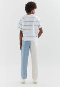 PULL&BEAR - MIT COLOUR BLOCK - Straight leg -farkut - white - 2