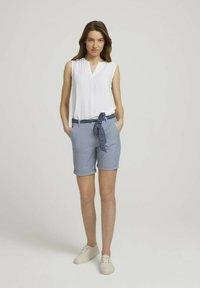TOM TAILOR - Shorts - navy thin stripe - 1