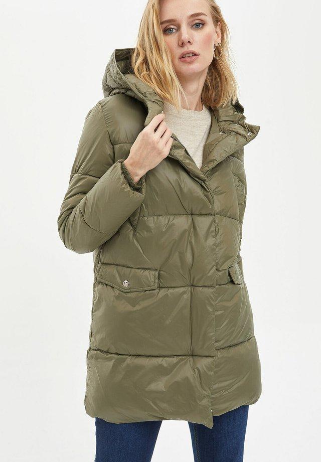 Abrigo de invierno - khaki