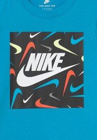 Nike Sportswear - FUTURE FILL - Print T-shirt - chlorine blue - 2