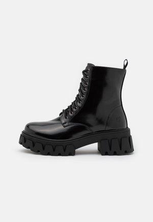 VEGAN BRIGHT SHADOW - Kotníkové boty na platformě - matte black