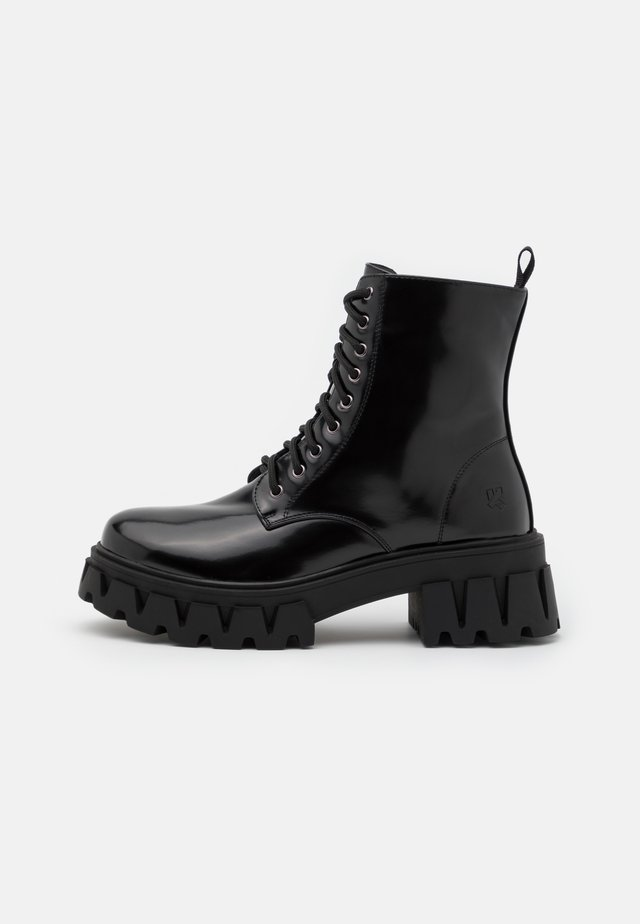 VEGAN BRIGHT SHADOW - Platform ankle boots - matte black