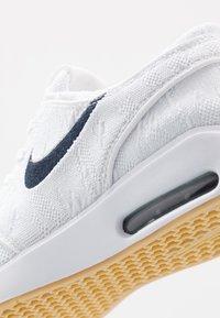 Nike SB - JANOSKI MAX - Sneakers - white/obsidian/celestial gold/light brown - 5