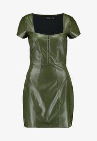 Missguided - JORDAN LIPSCOMBE PU MILKMAID DRESSHOOK & EYE - Vestido informal - khaki - 4