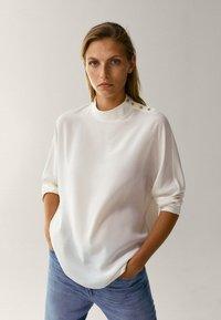Massimo Dutti - MIT STEHKRAGEN - T-shirt à manches longues - beige - 2